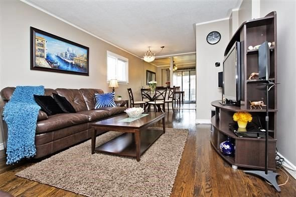 Semi-detached at 3297 Grechen Rd, Mississauga, Ontario. Image 1