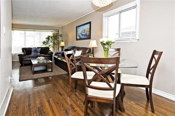 Semi-detached at 3297 Grechen Rd, Mississauga, Ontario. Image 12