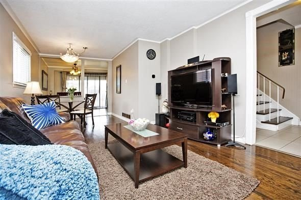 Semi-detached at 3297 Grechen Rd, Mississauga, Ontario. Image 15