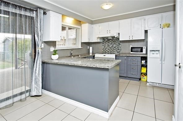 Semi-detached at 3297 Grechen Rd, Mississauga, Ontario. Image 17