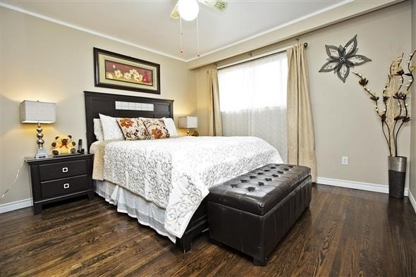 Semi-detached at 3297 Grechen Rd, Mississauga, Ontario. Image 18