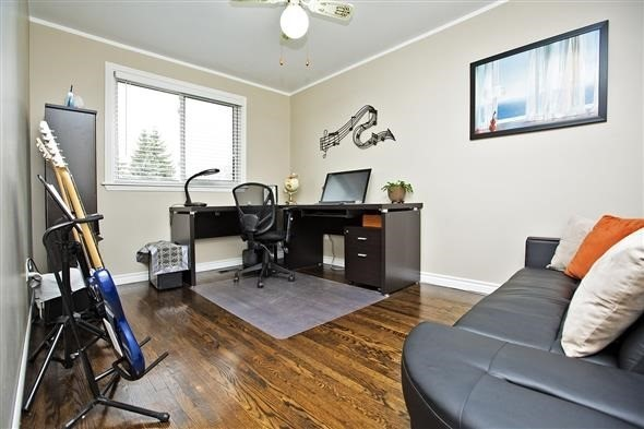 Semi-detached at 3297 Grechen Rd, Mississauga, Ontario. Image 2