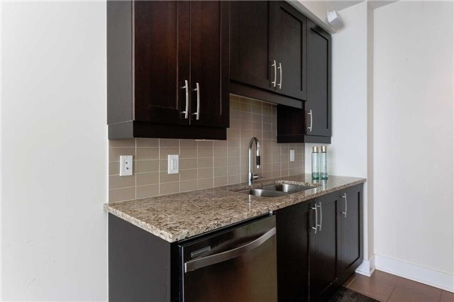 Condo Apartment at 4070 Confederation Pkwy E, Unit Lph4505, Mississauga, Ontario. Image 16