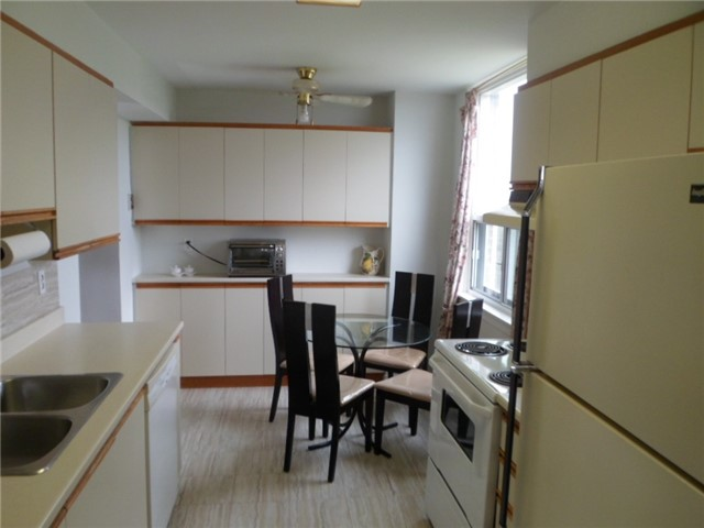 Condo Apartment at 511 The West Mall, Unit 512, Toronto, Ontario. Image 15