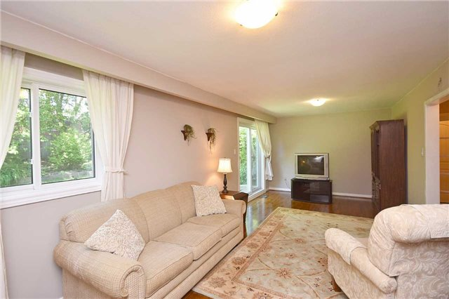 Detached at 1985 Lenarthur Dr, Mississauga, Ontario. Image 10