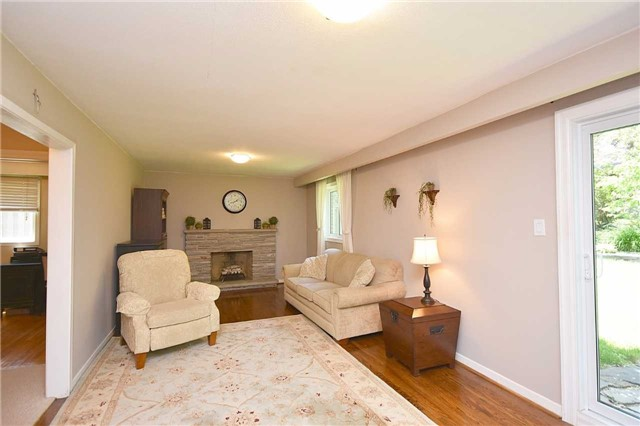 Detached at 1985 Lenarthur Dr, Mississauga, Ontario. Image 11