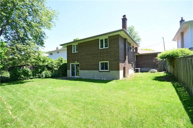 Detached at 1985 Lenarthur Dr, Mississauga, Ontario. Image 6
