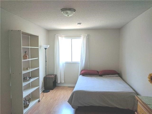 Detached at 2954 Tradewind Dr, Mississauga, Ontario. Image 3