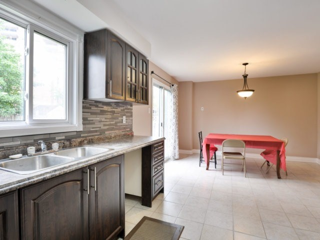 Detached at 3 Danum Rd, Brampton, Ontario. Image 16
