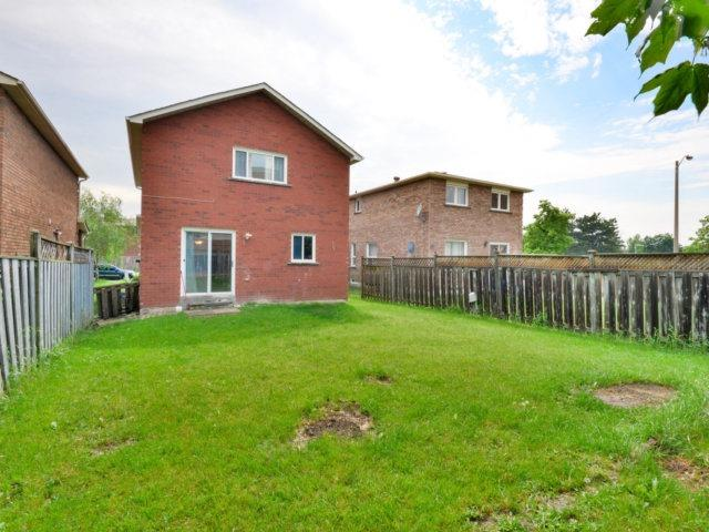 Detached at 3 Danum Rd, Brampton, Ontario. Image 13