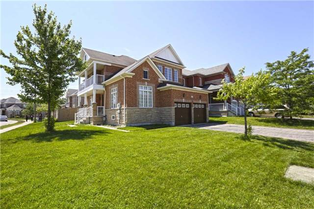 Detached at 16 Stoneylake Blvd, Brampton, Ontario. Image 15