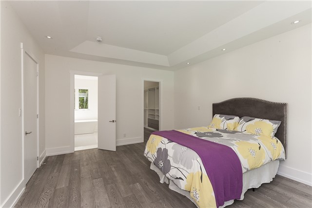 Detached at 189 Arichat Rd, Oakville, Ontario. Image 3