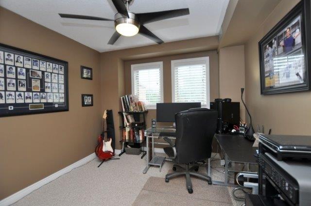 Condo Townhouse at 4045 Upper Middle Rd, Unit 35, Burlington, Ontario. Image 4