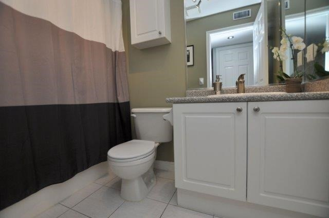 Condo Townhouse at 4045 Upper Middle Rd, Unit 35, Burlington, Ontario. Image 5