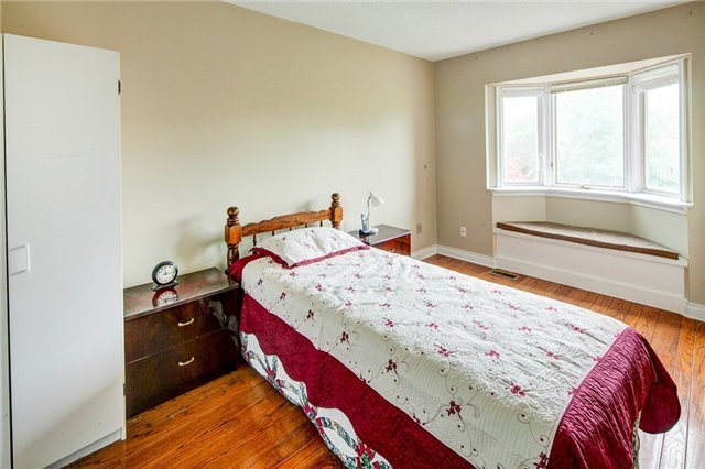 Detached at 2604 Old Carriage Rd, Mississauga, Ontario. Image 6