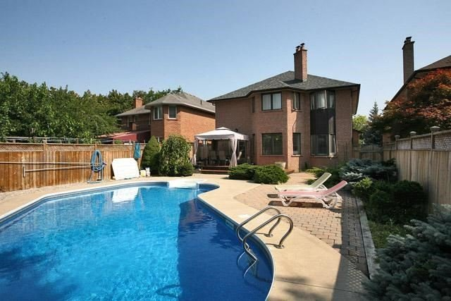 Detached at 2604 Old Carriage Rd, Mississauga, Ontario. Image 10