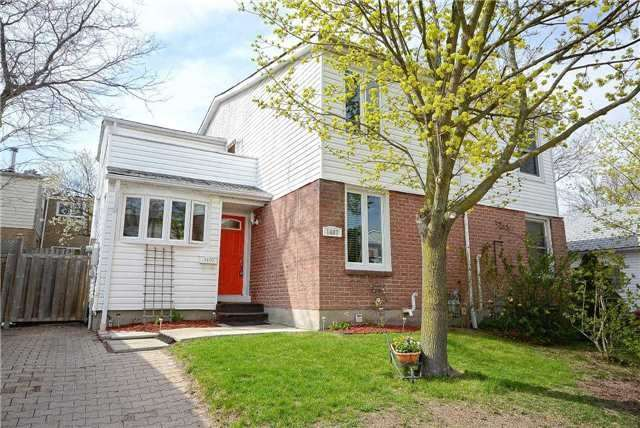 Semi-detached at 1407 Nesdale Crt, Mississauga, Ontario. Image 1