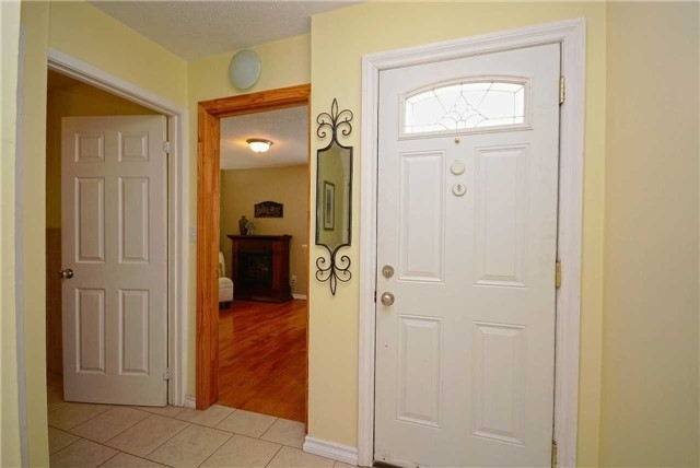Semi-detached at 1407 Nesdale Crt, Mississauga, Ontario. Image 12