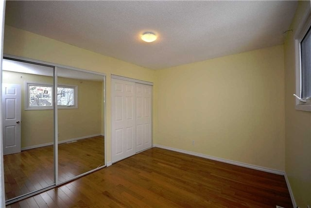 Semi-detached at 1407 Nesdale Crt, Mississauga, Ontario. Image 3