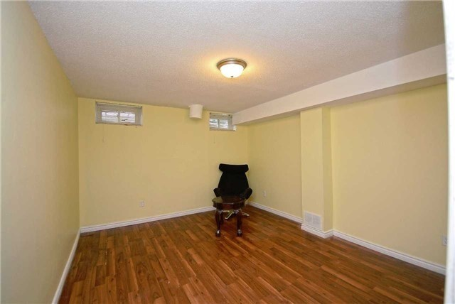 Semi-detached at 1407 Nesdale Crt, Mississauga, Ontario. Image 10