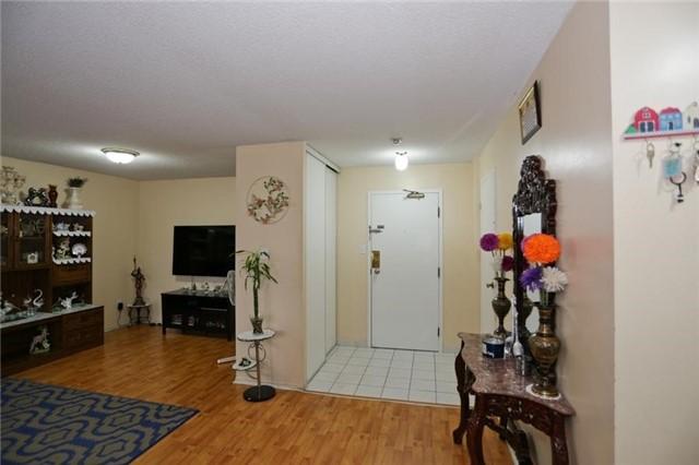 Condo Apartment at 5 Rowntree Rd, Unit 812, Toronto, Ontario. Image 10
