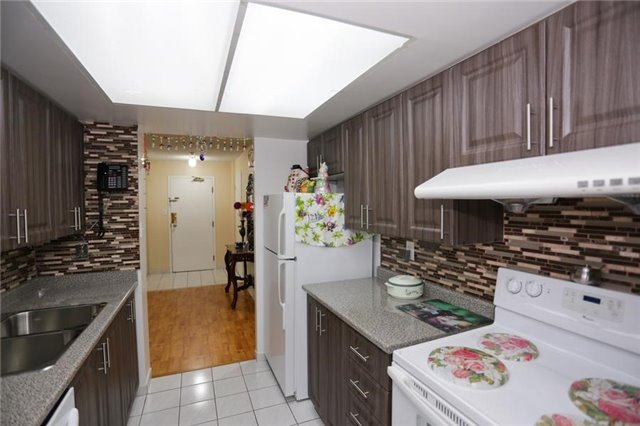 Condo Apartment at 5 Rowntree Rd, Unit 812, Toronto, Ontario. Image 14