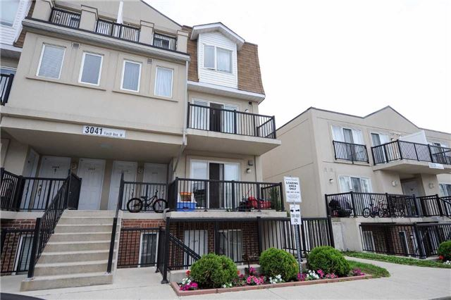 Condo Townhouse at 3041 Finch  Ave W, Unit 2072, Toronto, Ontario. Image 9