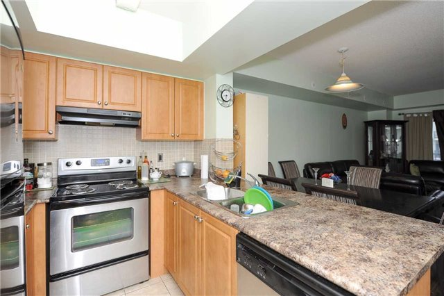 Condo Townhouse at 3041 Finch  Ave W, Unit 2072, Toronto, Ontario. Image 12