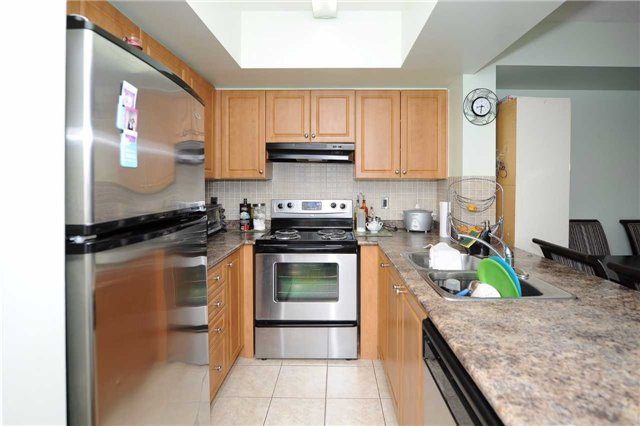 Condo Townhouse at 3041 Finch  Ave W, Unit 2072, Toronto, Ontario. Image 13