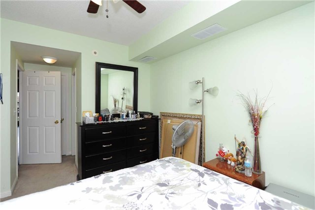 Condo Townhouse at 3041 Finch  Ave W, Unit 2072, Toronto, Ontario. Image 15