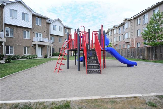 Condo Townhouse at 3041 Finch  Ave W, Unit 2072, Toronto, Ontario. Image 8