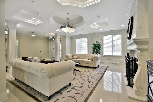 Condo Apartment at 2300 Upper Middle Rd W, Unit 212, Oakville, Ontario. Image 12