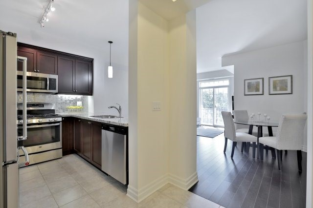 Condo Apartment at 2300 Upper Middle Rd W, Unit 212, Oakville, Ontario. Image 14