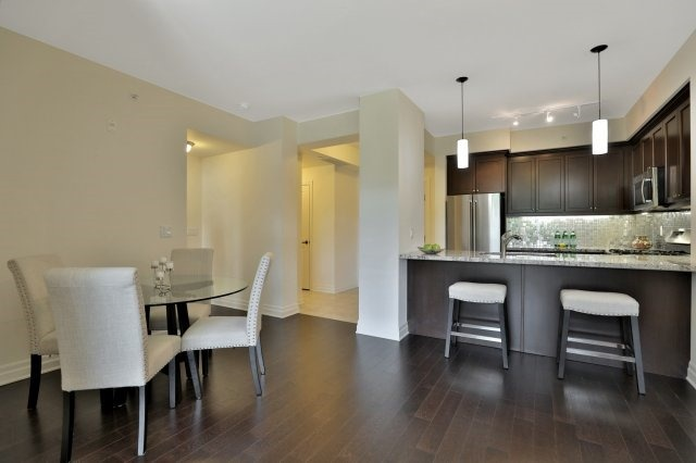 Condo Apartment at 2300 Upper Middle Rd W, Unit 212, Oakville, Ontario. Image 20