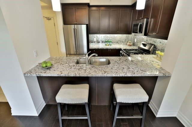 Condo Apartment at 2300 Upper Middle Rd W, Unit 212, Oakville, Ontario. Image 2