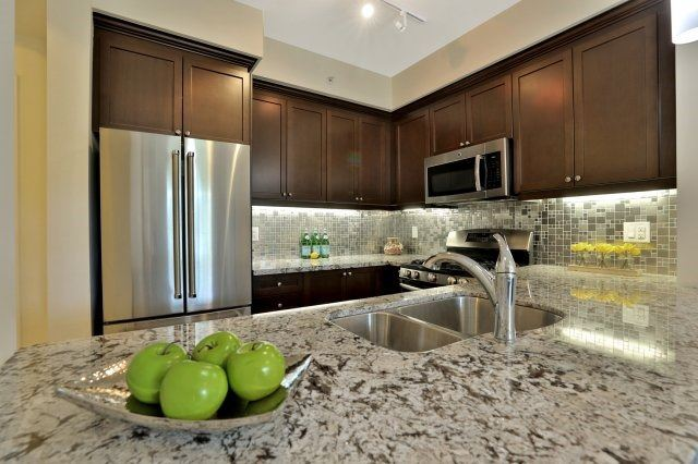 Condo Apartment at 2300 Upper Middle Rd W, Unit 212, Oakville, Ontario. Image 3