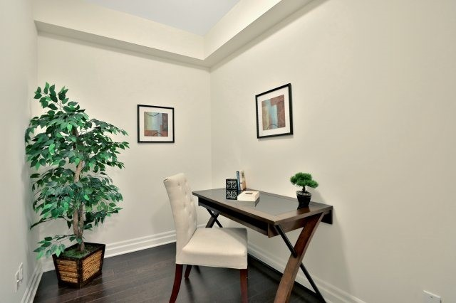 Condo Apartment at 2300 Upper Middle Rd W, Unit 212, Oakville, Ontario. Image 4
