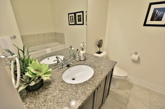 Condo Apartment at 2300 Upper Middle Rd W, Unit 212, Oakville, Ontario. Image 6