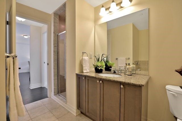 Condo Apartment at 2300 Upper Middle Rd W, Unit 212, Oakville, Ontario. Image 7