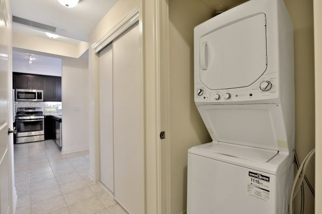 Condo Apartment at 2300 Upper Middle Rd W, Unit 212, Oakville, Ontario. Image 8