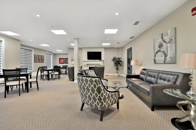 Condo Apartment at 2300 Upper Middle Rd W, Unit 212, Oakville, Ontario. Image 10