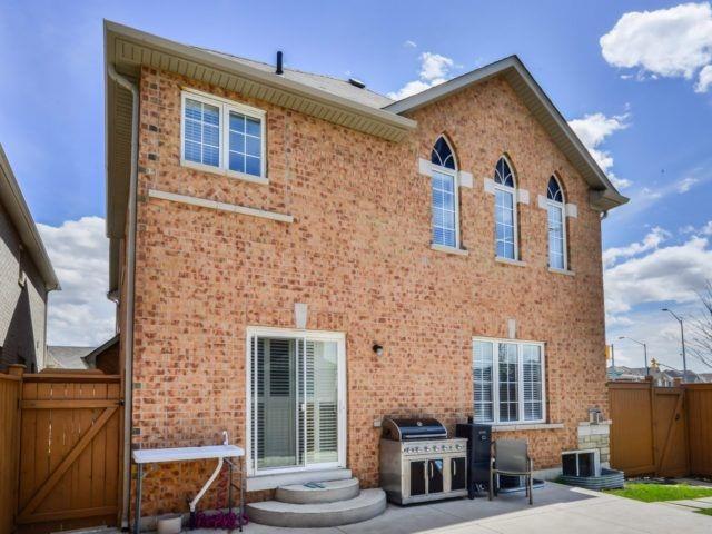 Detached at 85 Crystalhill Dr, Brampton, Ontario. Image 9