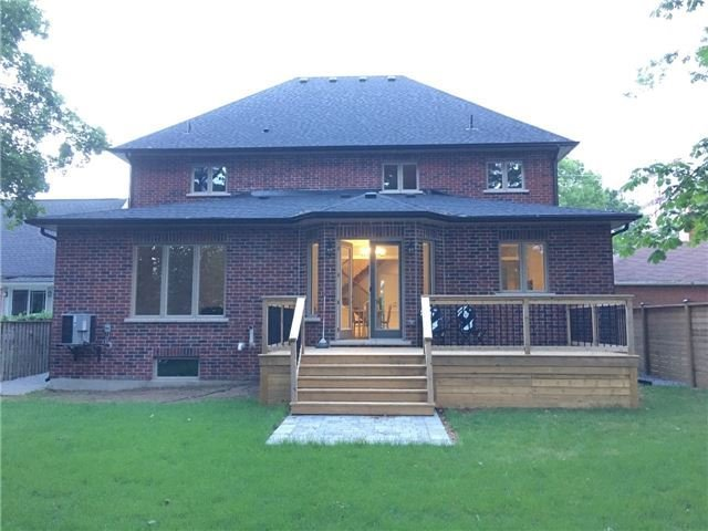 Detached at 1379 Applewood Rd, Mississauga, Ontario. Image 5