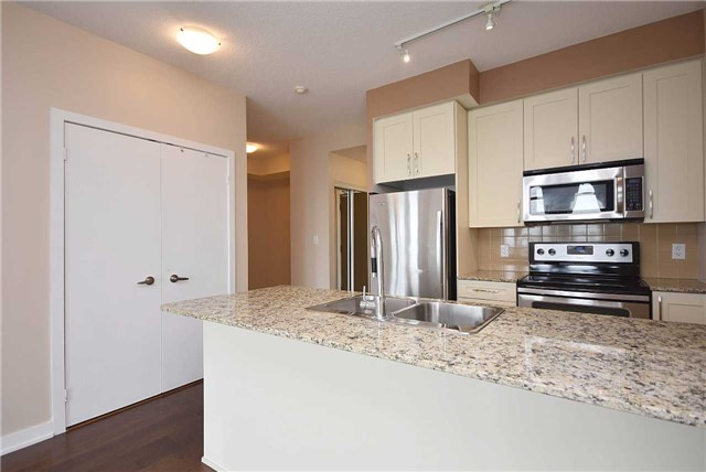 Condo Apartment at 4065 Brickstone Mews, Unit 1405, Mississauga, Ontario. Image 7