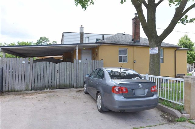 Detached at 123 Blackthorn Ave, Toronto, Ontario. Image 13
