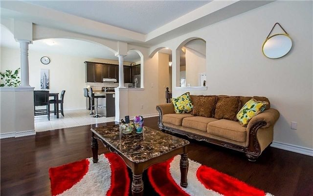 Detached at 4 Mistletoe Pl, Brampton, Ontario. Image 2