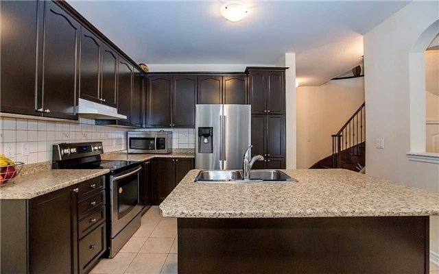 Detached at 4 Mistletoe Pl, Brampton, Ontario. Image 3