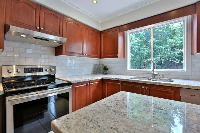 Detached at 181 Wembley Rd, Oakville, Ontario. Image 19