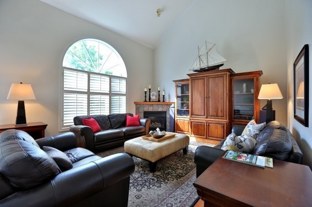 Detached at 181 Wembley Rd, Oakville, Ontario. Image 2