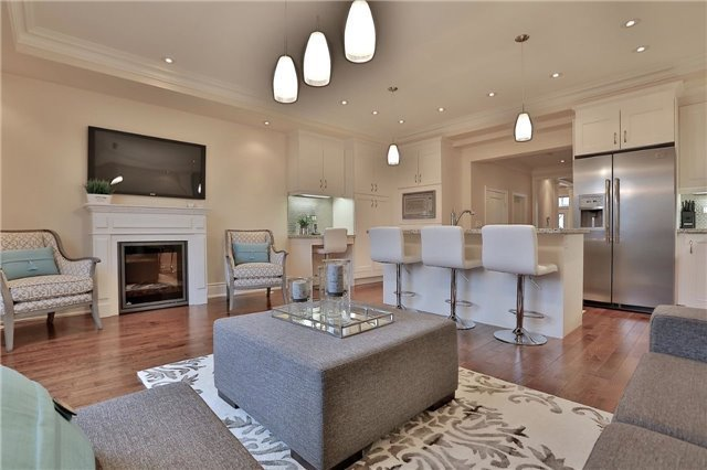 Townhouse at 216 Rebecca St, Oakville, Ontario. Image 3